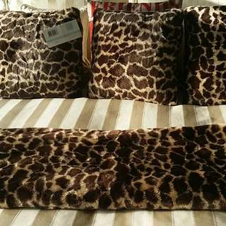 Faux FUR Rug And 3 Cushions Quality