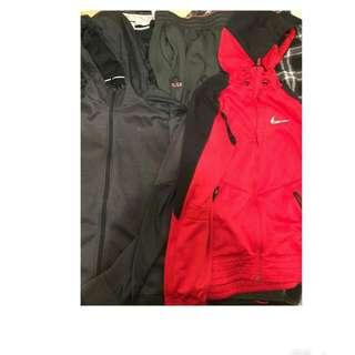 1.NIKE黑色外套 2.NIKE紅色外套