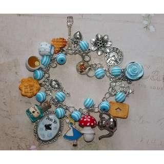 Alice in Wonderland Bracelet (096)
