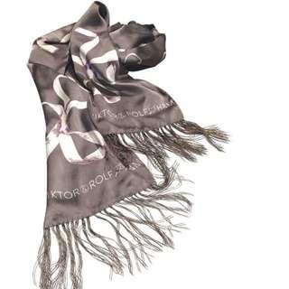 全新。VIKTOR & ROLF BY H&M 100%絲質絲巾