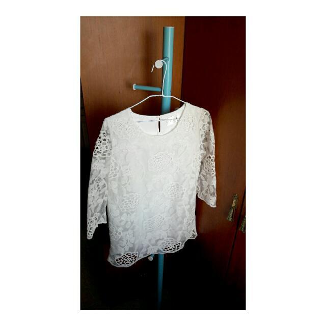 韓貨 白色雕花上衣