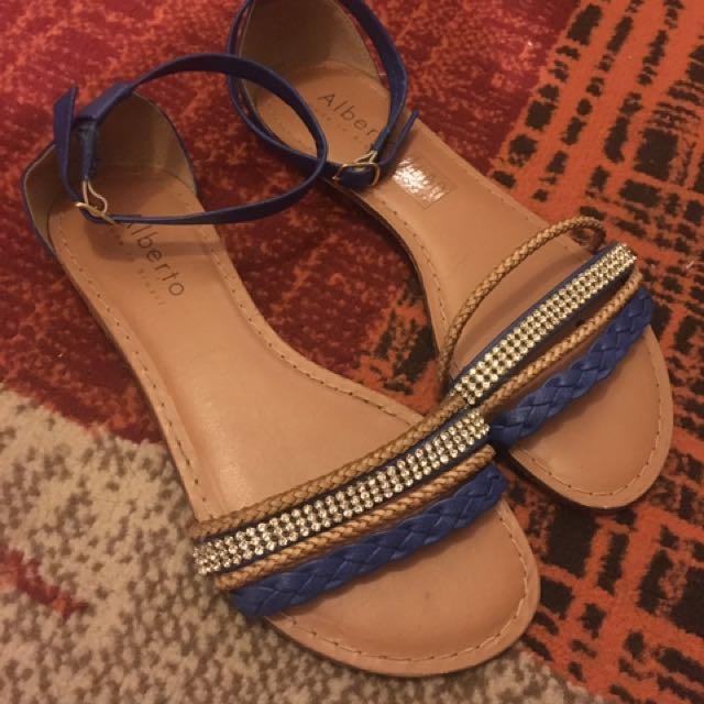 Alberto Flat Sandals