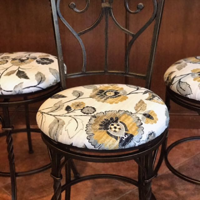 "Bar stools 24"""