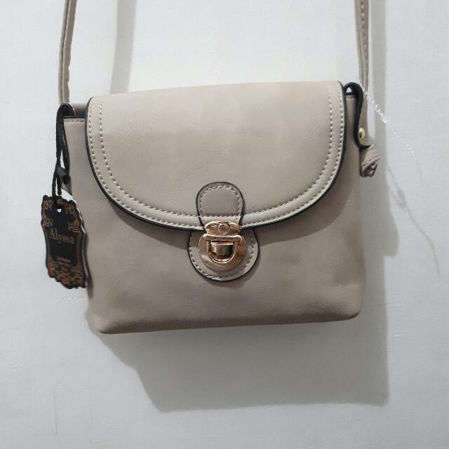BRAND NEW | Alyssa Sling Bag