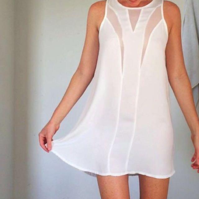 Flowy White Dummer Dress
