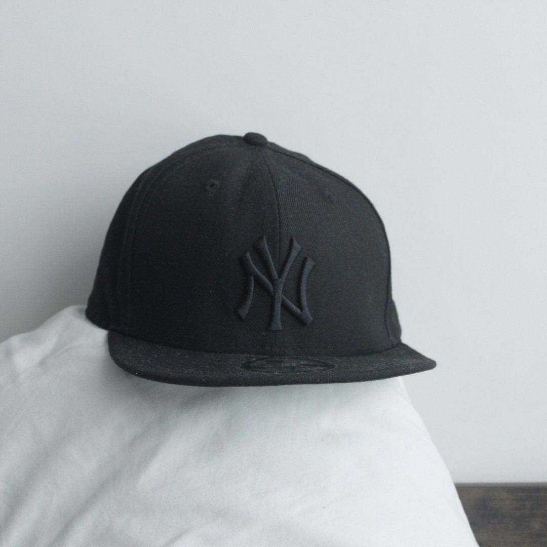 ce51b31b49496 New Era New York Yankees Black on Black Baseball Hat   Size 7 Fitted ...