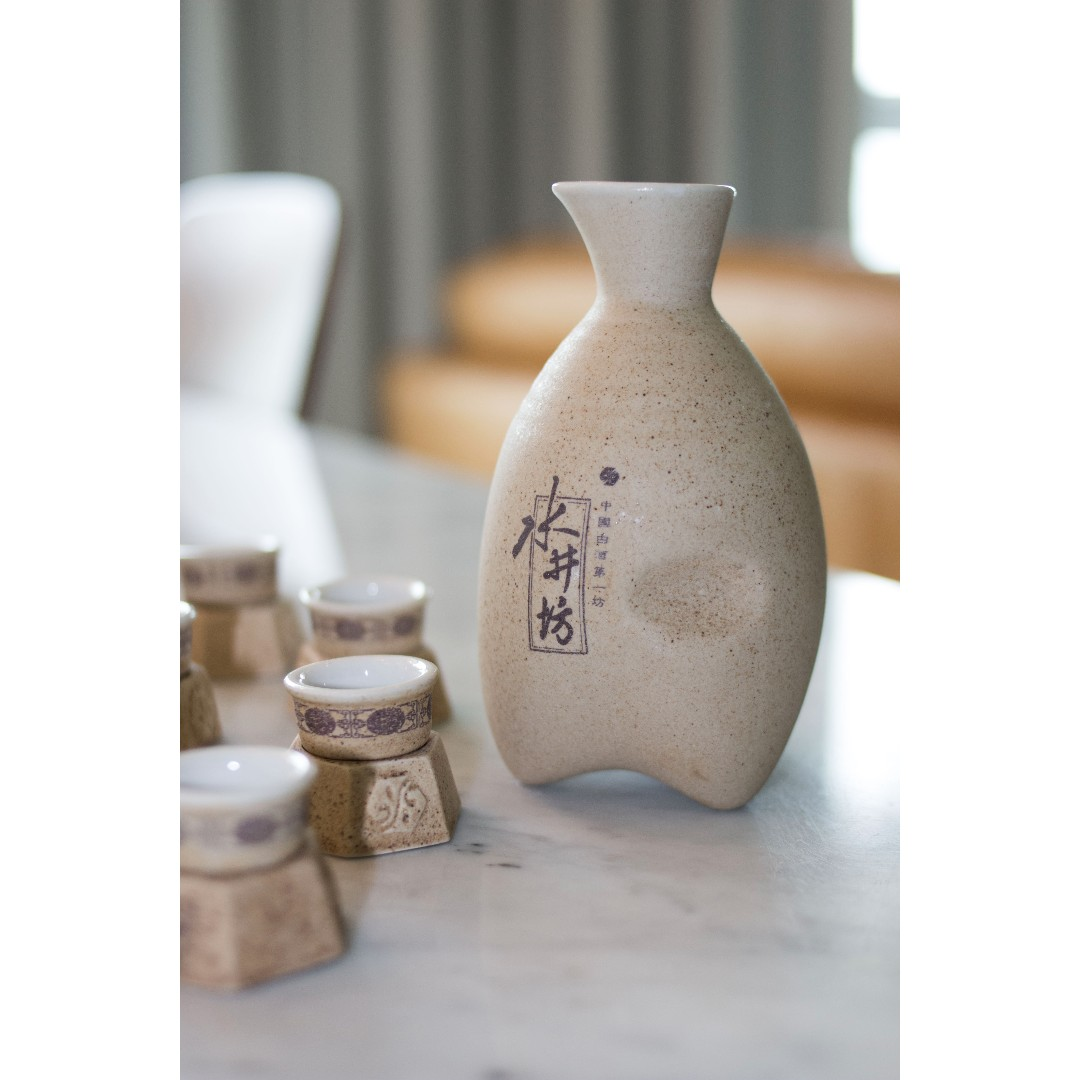 Shui jing fang vintage chinese ceramic wine bottle set shui jing fang vintage chinese ceramic wine bottle set collectible antiques vintage collectibles on carousell reviewsmspy