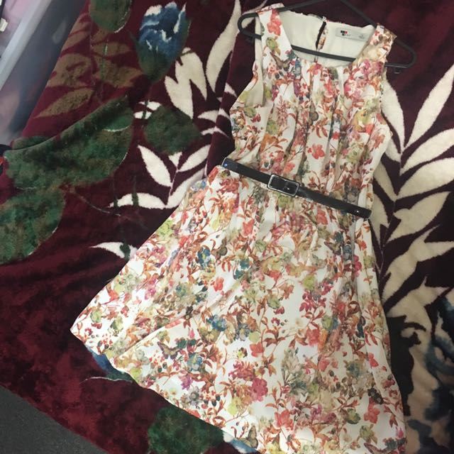 TEMP Floral dress Size10 (belt is not included)