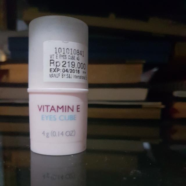 THE BODY SHOP Vitamin E Eyes Cube 4g, Health & Beauty, Skin, Bath, & Body on Carousell