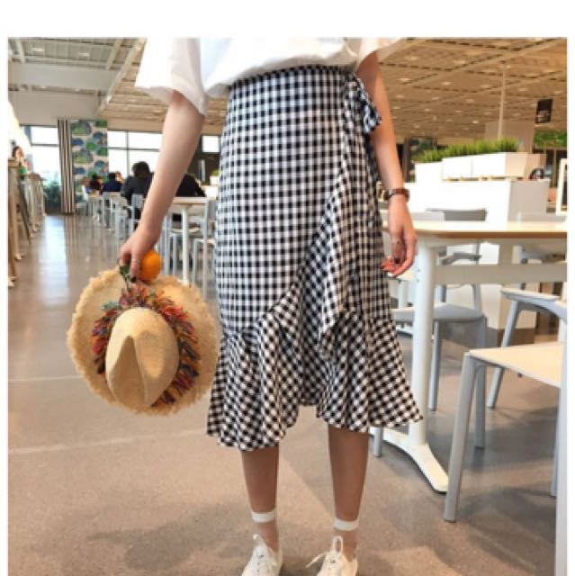 8154fc99c5 Ulzzang Long Checkered Skirt, Women's Fashion, Clothes, Pants, Jeans &  Shorts on Carousell