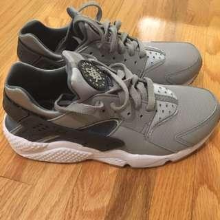 Nike Haurache Size 9