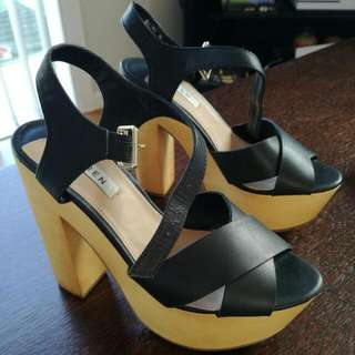 Black Wooden Pumps