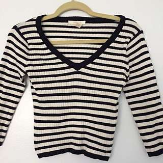 F21 cropped V-Neck Striped Sweater