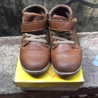 Boy's Low cut brown Shoes