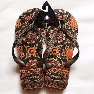 Havaianas Slippers: BROWN