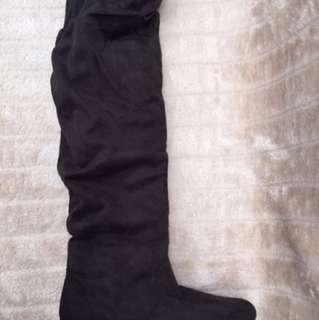 Novo Nessa Over The Knee Suede Boots S9