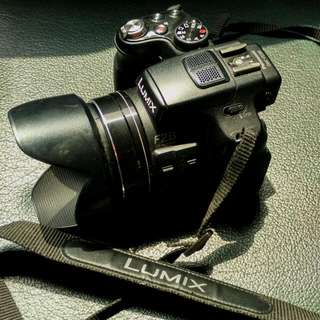 Kamera Semi DSLR Lumix FZ200