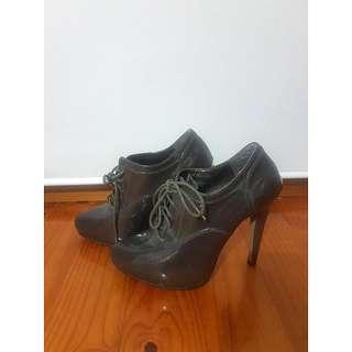 Zu Boots/Heels