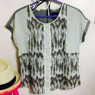 Plains and Prints Ecru/off White Top With Gray Back