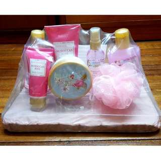 (Brand New!) Aromanice Bath Gift Set!