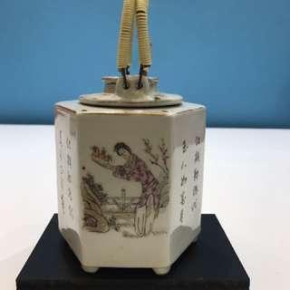罕有粉彩六角形暖酒壺