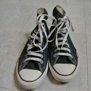 Chuck Taylor Classic (Black) high-cut Size 8 Men. With spare black shoelace