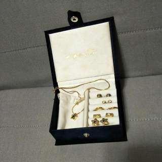 Jewellery - Vivaldi Set of 5 Pairs Of Earrings & A Necklace