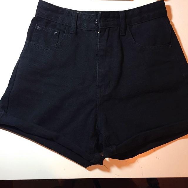 高腰反摺牛仔短褲 黑