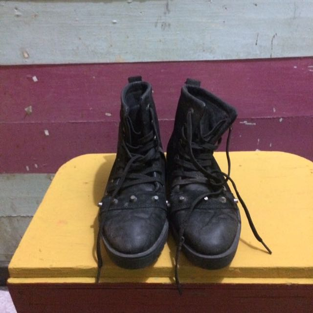 BLACK BOOTS (SIZE 10)
