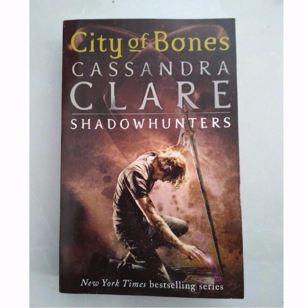 City of Bones (The Mortal Instrument) - Cassandra Clare
