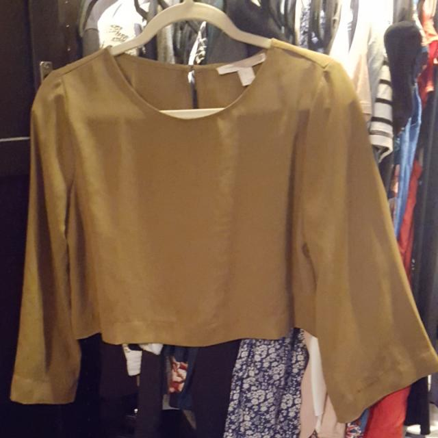 FOREVER 21 CROPPED TOP WITH BELL SLEEVES