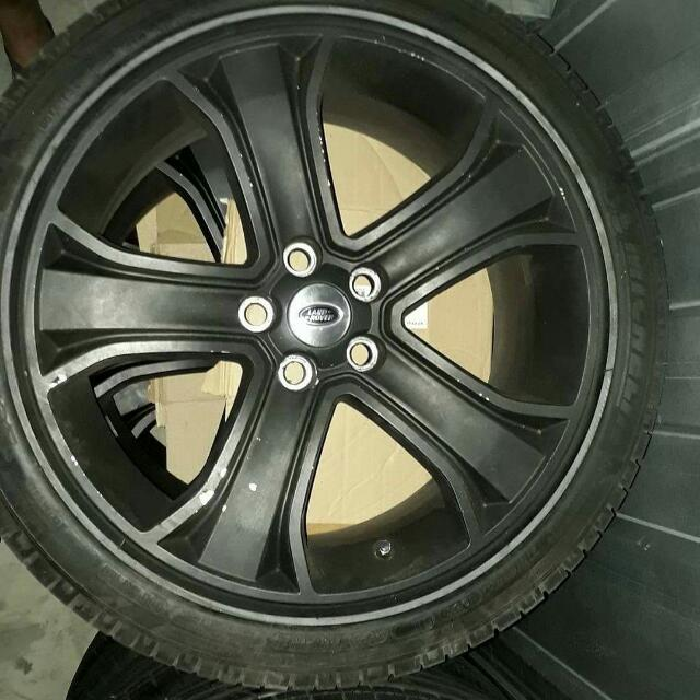 Land Rover Range Rover 1 set OEM Mags with Michelin tires 275/40r20
