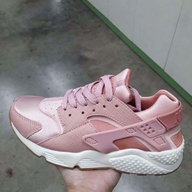 Nike Huarache Overruns