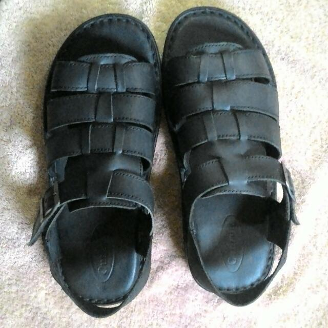 REPRICED!! OUTLAND Leather Sandals For Men  Size 10 , Good As New