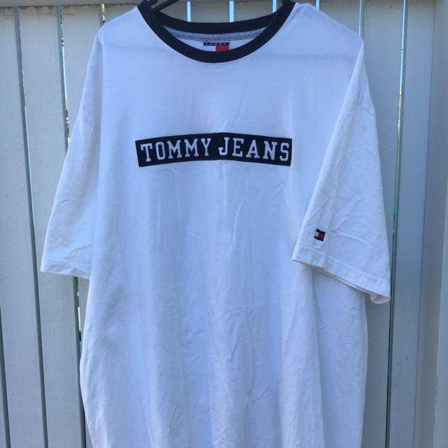 TOMMY JEANS T SHIRT - Size X-Large