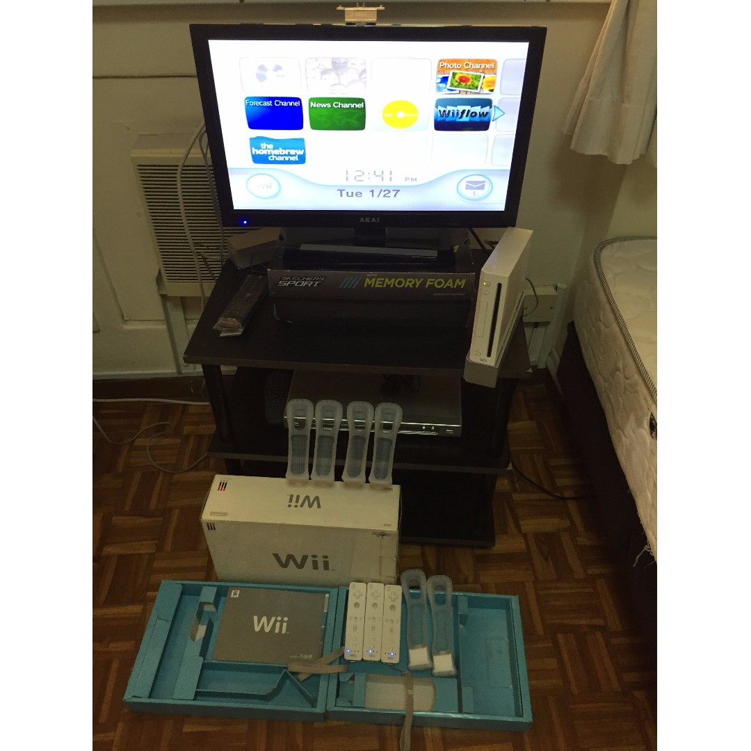 Wii set (3 controls with covers) with Wii Fit board (Bundle)
