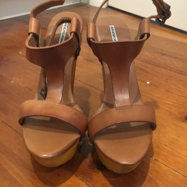 WINDSOR SMITH Tan Leather Wedges