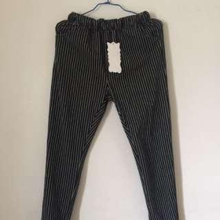 🚚 細直條紋黑色長褲