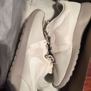 ROSHE RUN HYPERFUSE SZ 6 WMNS