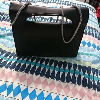 Trendy black bag(can negotiate) square bag and it so cool