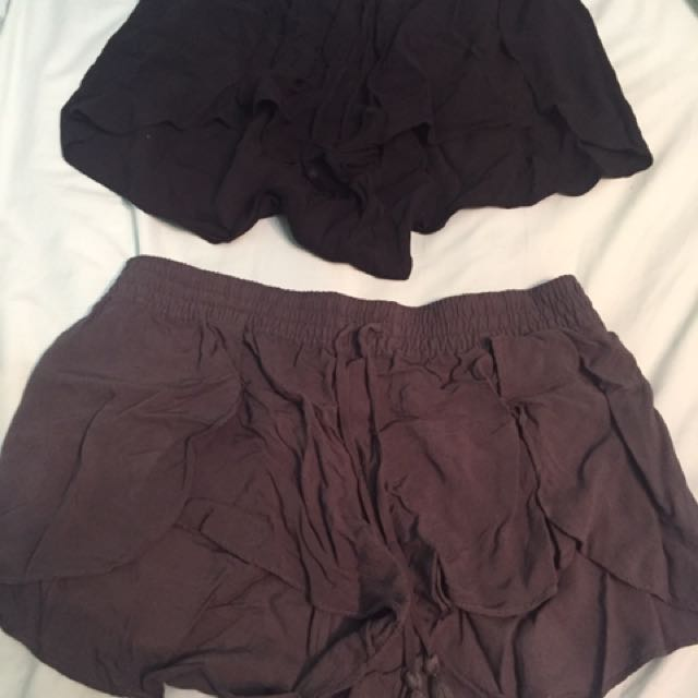 2 Pair Of Shorts Size Large