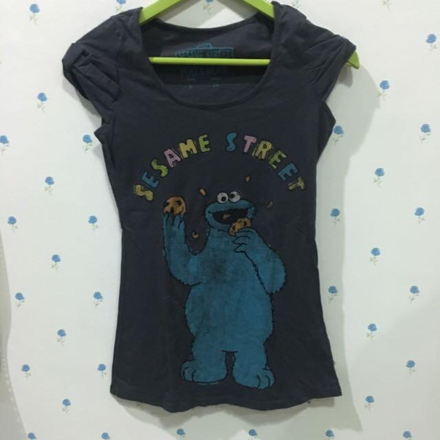 baju Pull & bear sesame street