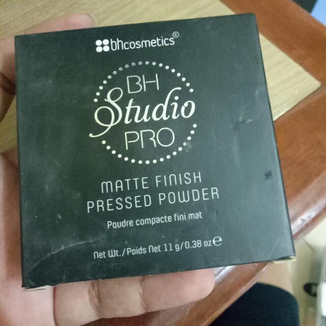 Bedak BH Cosmetics Shade 235