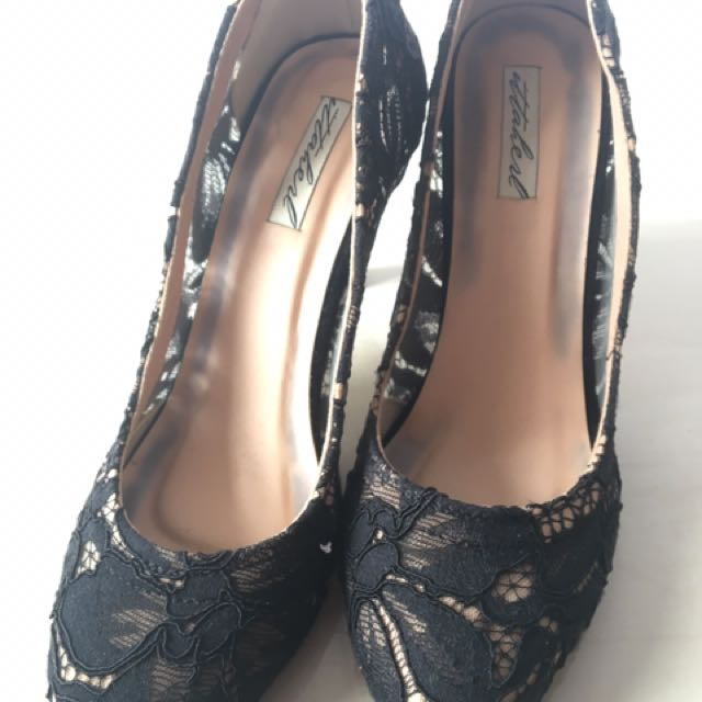 Ittaherl Black Lace Shoes