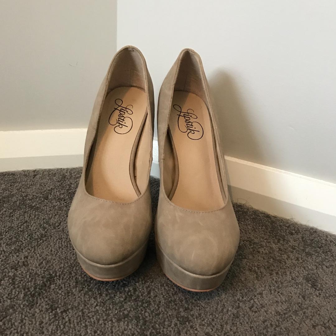 Lipstik Women's beige pump heels size 7.5