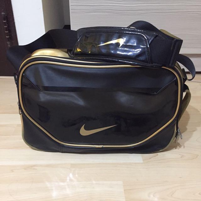 Nike黑金側背包
