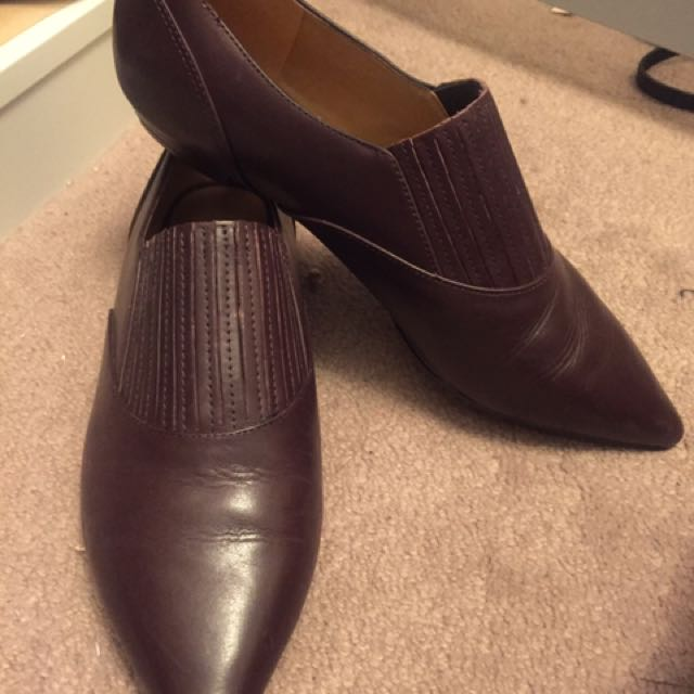 Nine West Pointed Leather Loafers -size 8