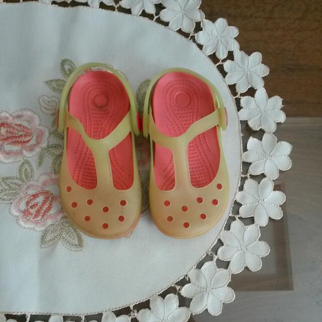 Sepatu Imut