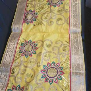 Table Runners And Table Cloths