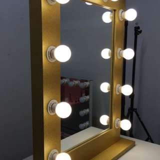 NEW IN BOX - HOLLYWOOD LIGHT UP MIRROR - LAST REMAINING